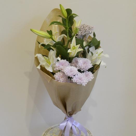 Нежная лилия: букеты цветов на заказ Flowwow