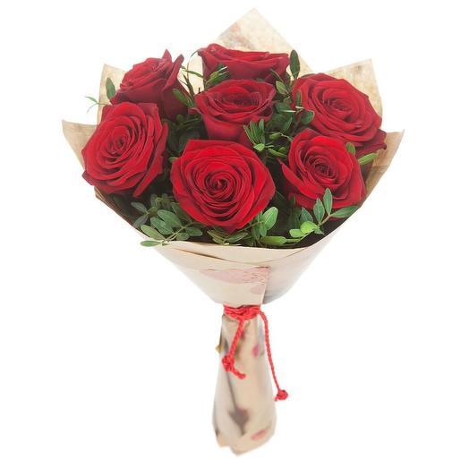 Розы Эквадор с зеленью: букеты цветов на заказ Flowwow