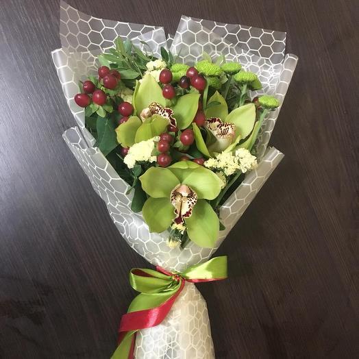 Микс из орхидей, гиперикума, хризантем и статицы: букеты цветов на заказ Flowwow