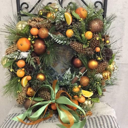 Венок новогодний  яркий, сочный как дольки мандарина. Не оставит не кого ровнодушным. Авторская, ручная работа: букеты цветов на заказ Flowwow