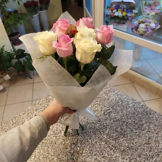 Букет 7 роз ( белые и розовые)