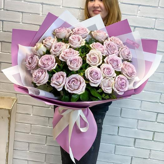 Гигант из пионовидных роз