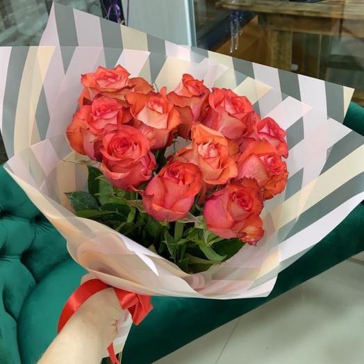 11 роз с оформлением