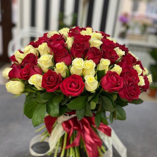 Букет из 101 красно-белой розы