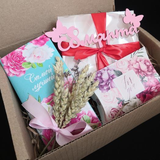 Подарочный набор с чаем, воздушным безе и сухоцветами