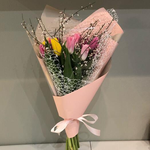 Букет Тюльпаны с ароматной генистой