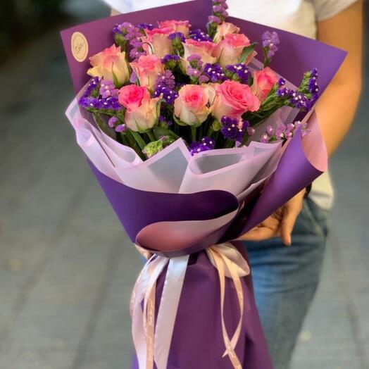 Bouquet of roses and limonium
