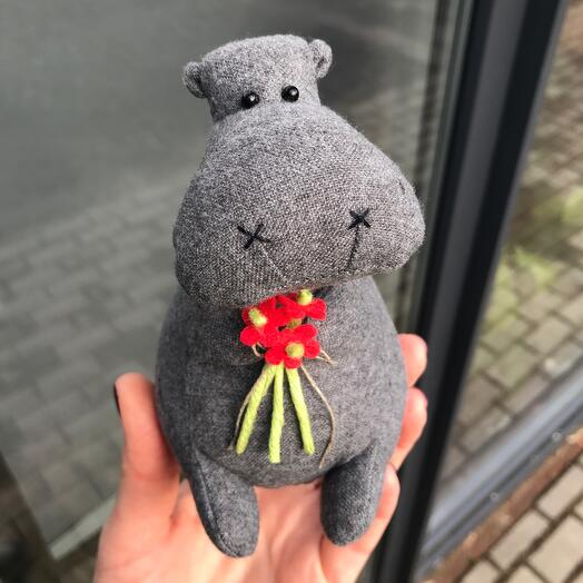 Hippo with a bouquet