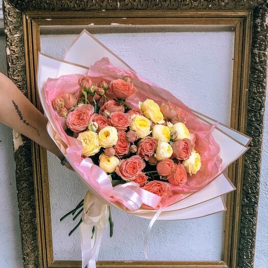 Букет кустовых, пионовидных роз