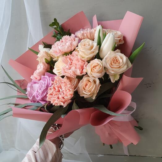 Букет из роз, диантуса и тюльпанов  quot;Stella quot;