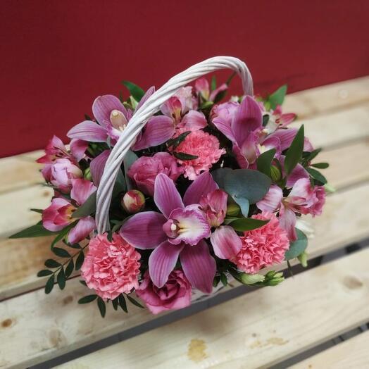 Корзина с цветами фламинго
