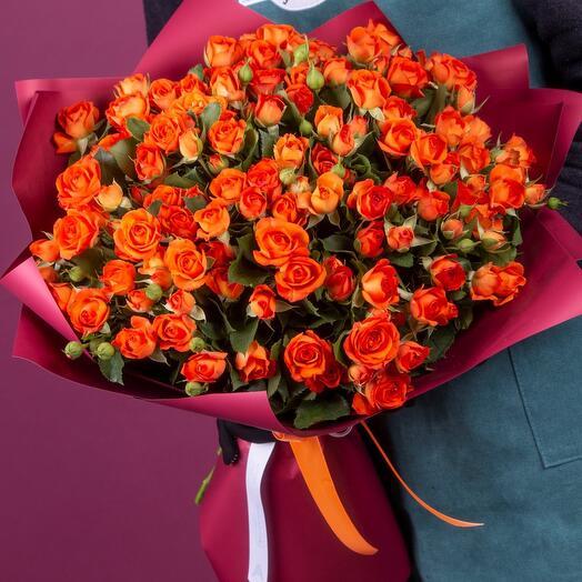 Букет из 29 оранжевых кустовых роз