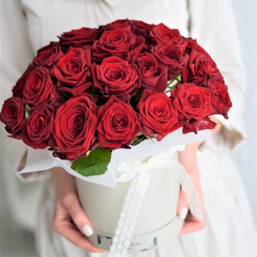 Коробка с 25 красными розами Дорого да Мило