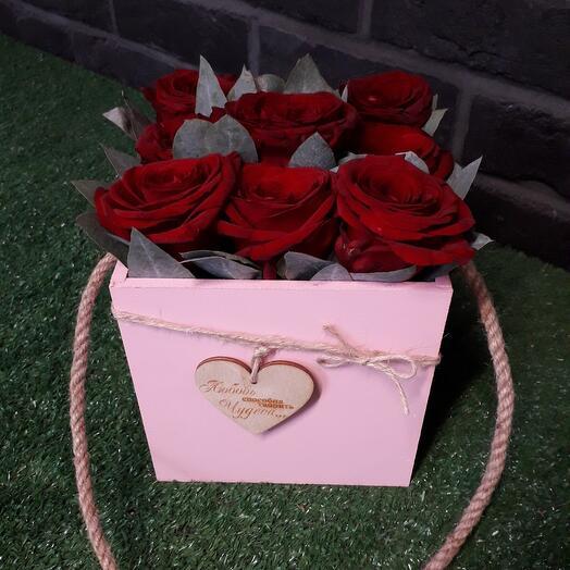 Ящик розовый с красной розой