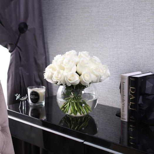 Букет из 25 роз Proud в вазе