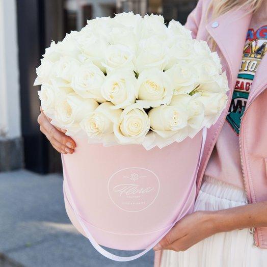 Белые розы в шляпной коробке Grand PINK: букеты цветов на заказ Flowwow