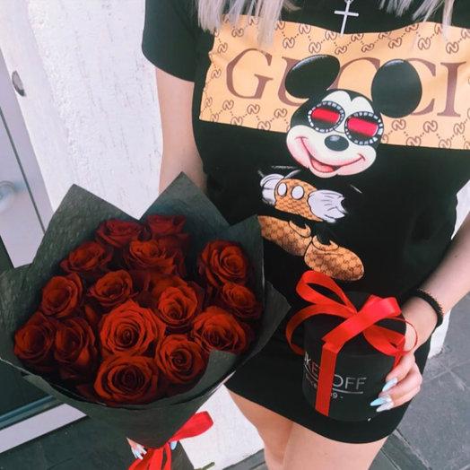 Букет из 15 роз + Бабочка: букеты цветов на заказ Flowwow