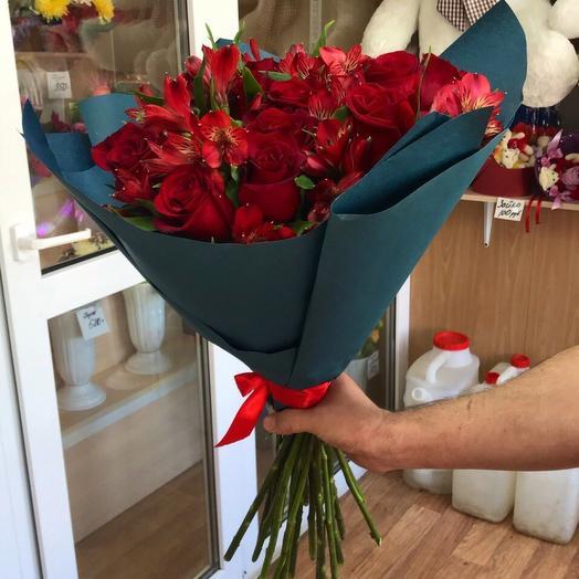 Красная страсть: букеты цветов на заказ Flowwow