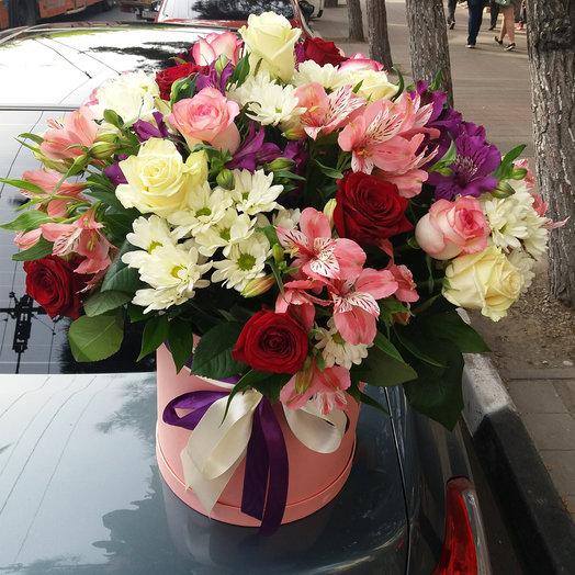 """Hatbox """"Queen Margot"""": flowers to order Flowwow"""