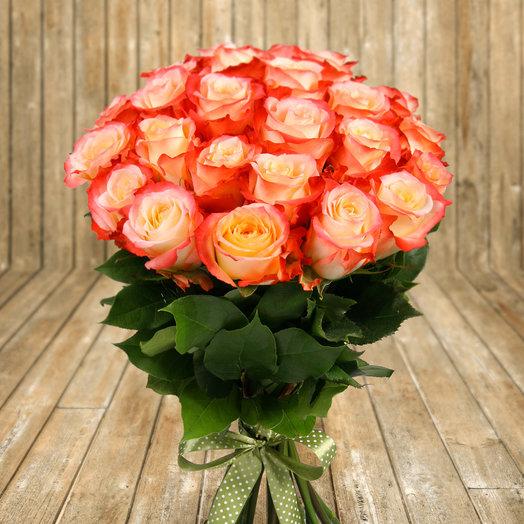 "Букет из 25 бело-оранжевых роз ""Кабарет"": букеты цветов на заказ Flowwow"