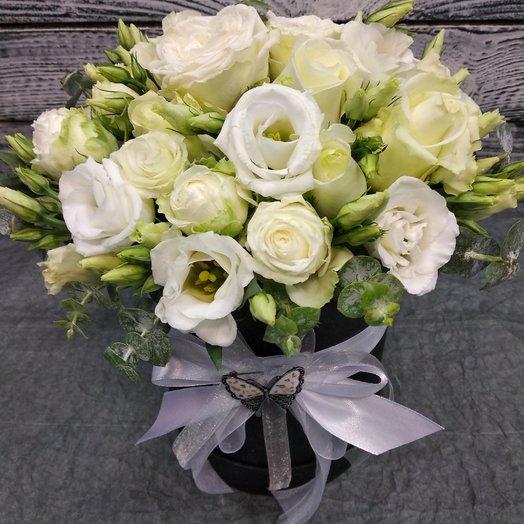 Коробка с розами и брошкой