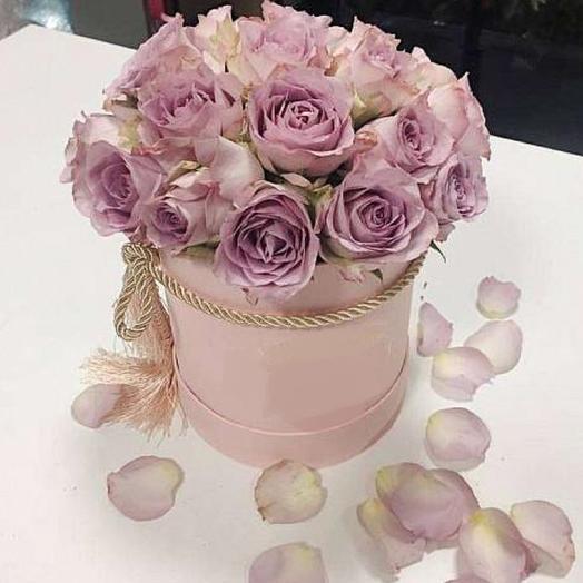 коробка с лавандовыми розами