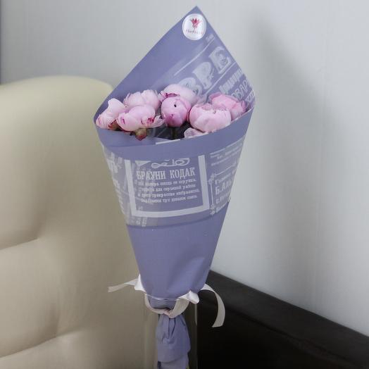 7 розовых пионов в дизайнерской упаковке: букеты цветов на заказ Flowwow
