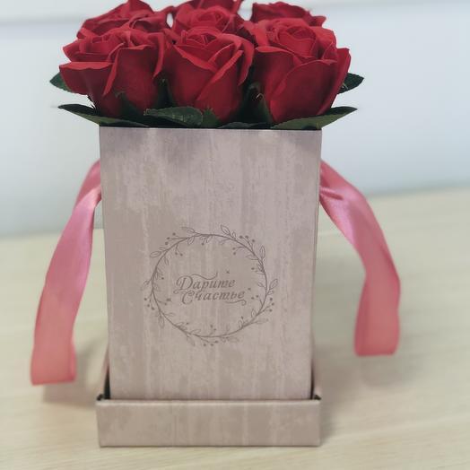 Розы мыльные красного цвета в коробке «Дарите счастье»: букеты цветов на заказ Flowwow