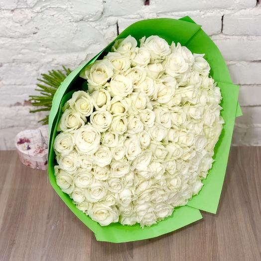 Bouquet of 101 white roses in Kraft