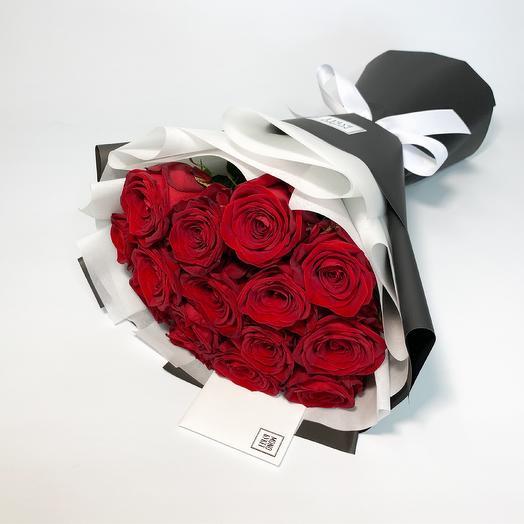 Красные розы в черно-белом: букеты цветов на заказ Flowwow