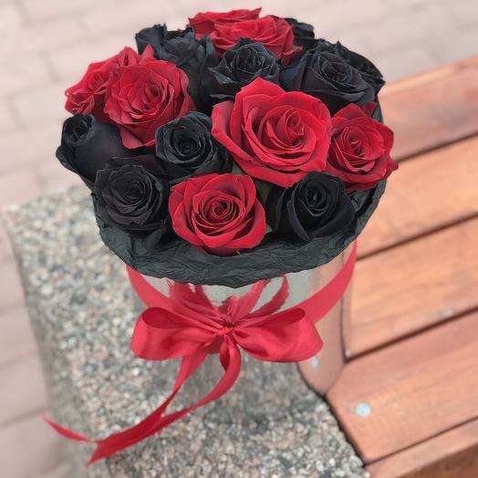 Черные и красные розы в коробочке
