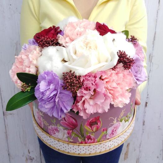 Коробочка из роз, гвоздики и хлопка: букеты цветов на заказ Flowwow