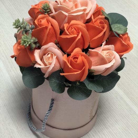 Мыльные розы кораллового цвета