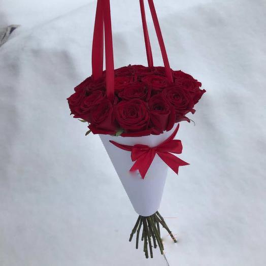 Кулек роз: букеты цветов на заказ Flowwow