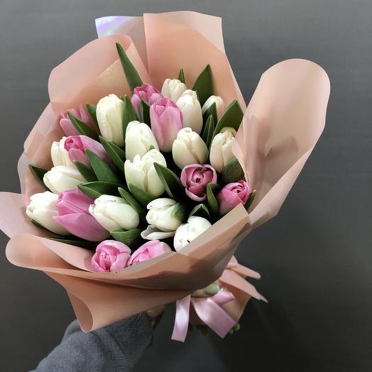25 хрустящих тюльпанов: букеты цветов на заказ Flowwow
