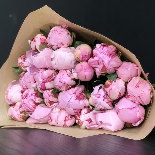 25 розовых пионов в крафте