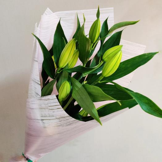 3 лилии: букеты цветов на заказ Flowwow