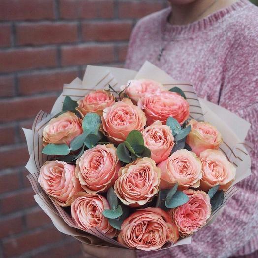 15 пионовидных роз