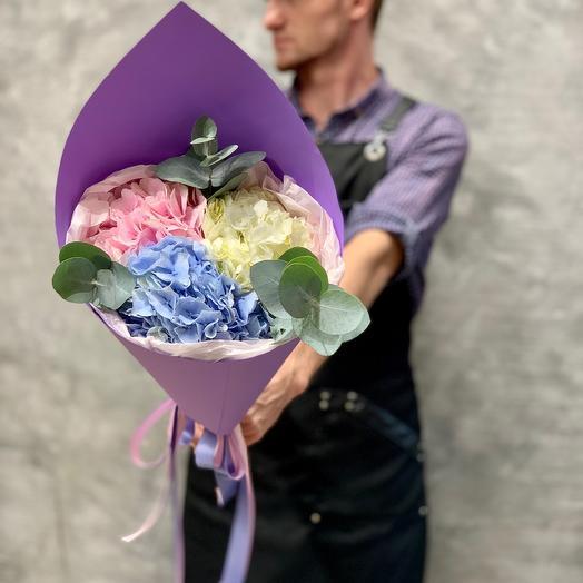 Delicate bouquet of hydrangeas