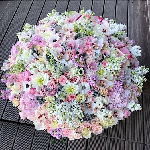Корзина редкие цветы