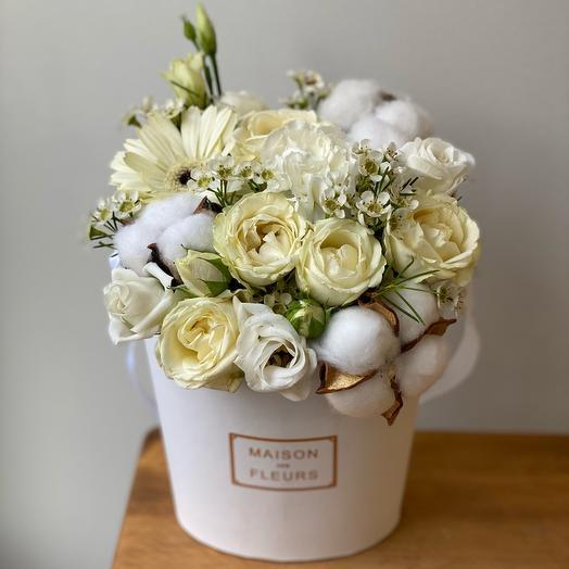 White marshmallow with cotton and gerbera mini