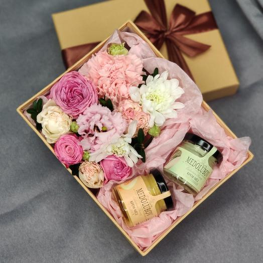 Цветы в коробке с медом