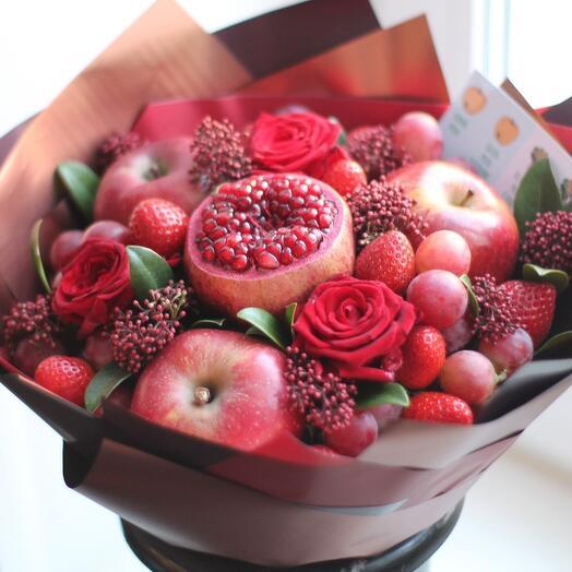 Букет из фруктов Алый бархат