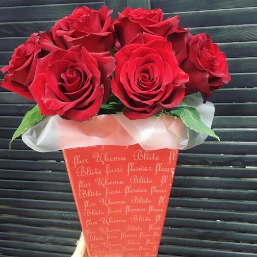 Премиум розы в конус коробке