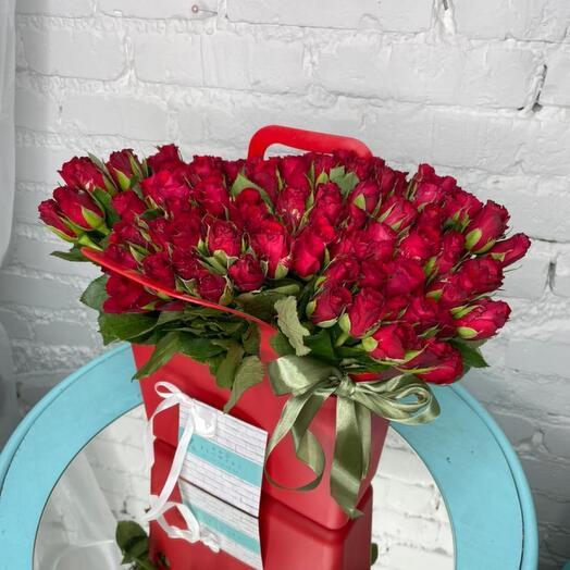 101 Роза в сумке вазе