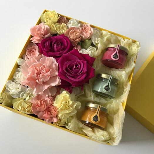 Цветы в коробке и мёд-суфле