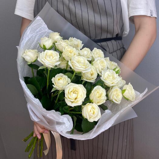 Монобукет из  9 белых  кустовых  роз