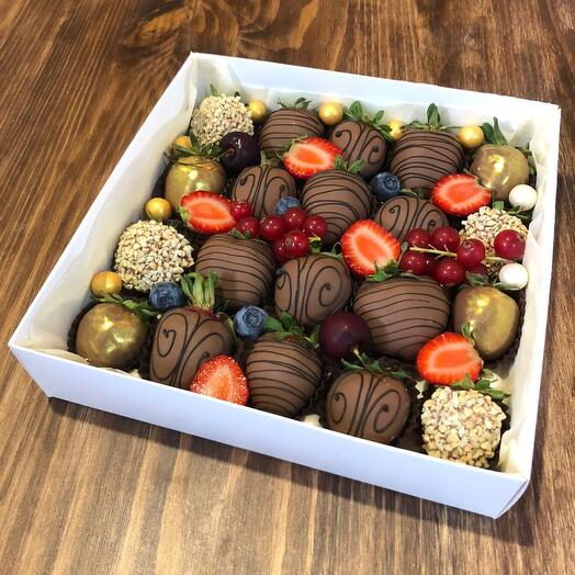 Classic set of chocolate-covered strawberries
