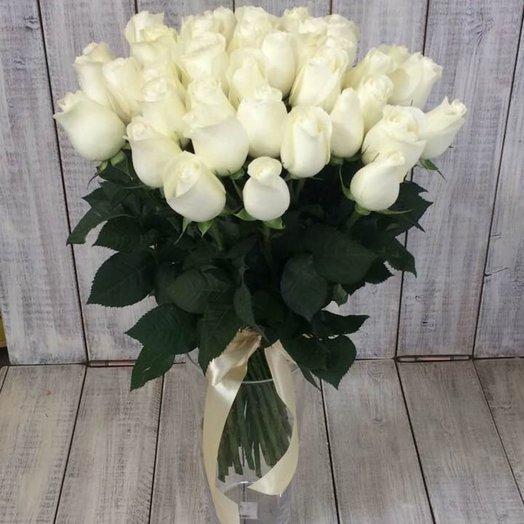 35 белоснежных роз с банктом. Код 180064
