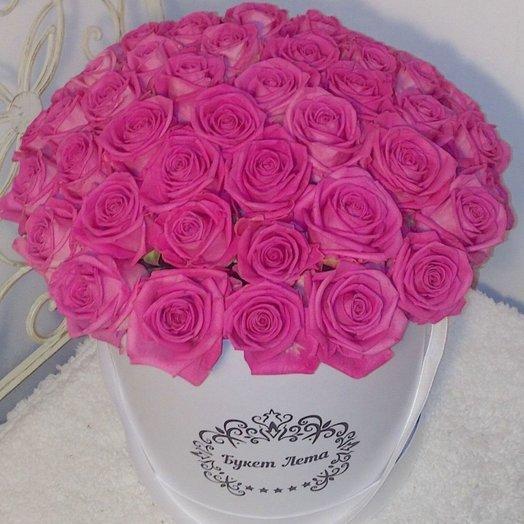 51 розовая роза в большой белой шляпной коробке